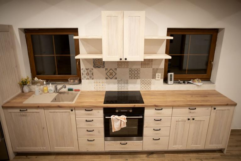 Kuchynska-linka-celkovy-pohled